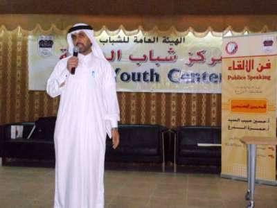 المتدرب الدكتور كمال يقدم الشكر للمدربين، وقدم أنشودة بمناسبة اختتام الدورة