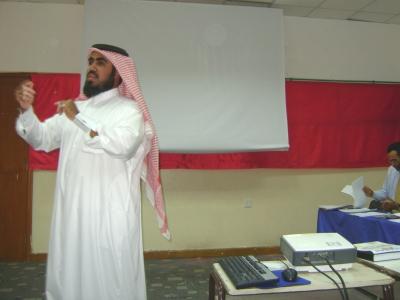 المدرب حسين حبيب السيد قدم خلال الدورة فقرة عن فن الإلقاء