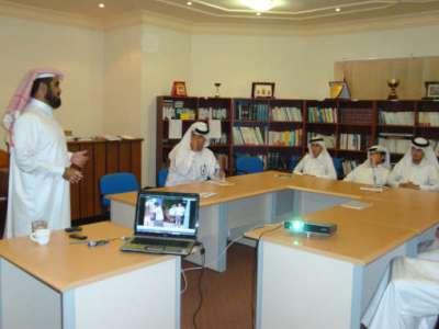 المدرب حبيب السيد يقدم دورة فن الإلقاء تحضيراً للمؤتمر