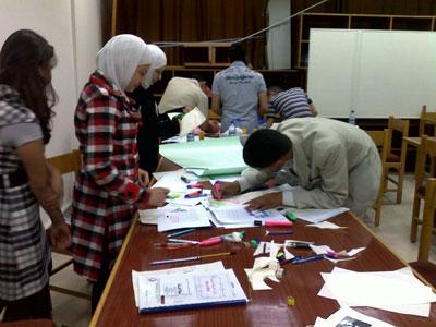 المتدربون اثناء القسم العملي للكورس