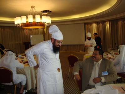 الشيف المشهور جابر اللخن يستعد لدخول المطبخ .