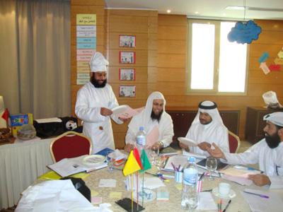 الشيف حميد الهنائي يشرف على تقديم الوجبات العُمانية الشهية .