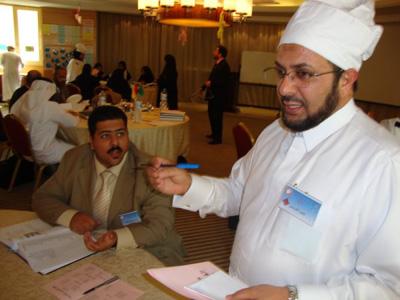الشيف حمود عبدالله المريسي يأخذ طلبات الزبائن