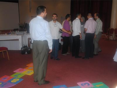 تم تجهيز مجموعة من البطاقات الحاوية على أسئلة و مصطلحات و مشكلات و أدوار لمحاكاتها. وتم تجهيز لعبتين