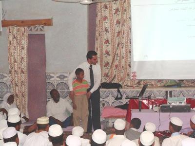 المدرب باسل النصار في توضيح للموضوع خلال الأمسية