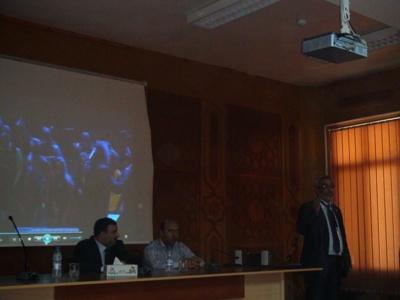 المدرب المتقدم محمد عزام القاسم ينهي دورة البرمجة وتكنولوجيا ادارة الأعمال. وكانت لحظة مؤثرة جداً بالنسبة للجميع.