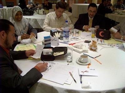 المتدربون أثناء استعراض الوصفات الدوائية للأمراض التعليمية