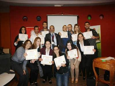صورة جماعية لشهادات النجاح