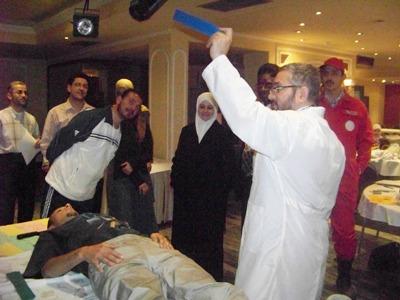 المتدرب محمد الحمصي في عملية زرع الصفات المحمودة