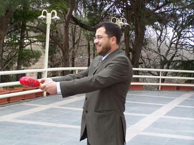 Trainer Mohammed Pedra explain the exercise