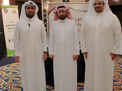 الاستاذ الفاضل فراج الفراج (في الوسط)  من المملكة العربية السعودية مع المدرب  حسين حبيب السيد والمدرب محمد علي مراد (يميناً)
