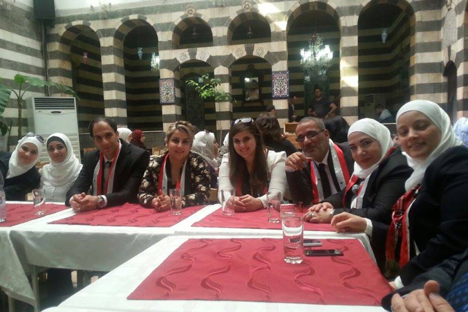 أجواء إيجابية، وصورة في أحد مطاعم دمشق القديمة