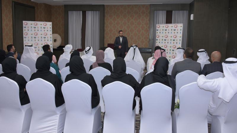 الدكتور محمد أثناء إلقاء كلمة له خلال الدورة