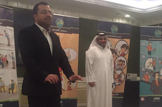 المدرب الاستشاري د.محمد بدره أثناء الشرح، ومشاركة أحد المتدربين
