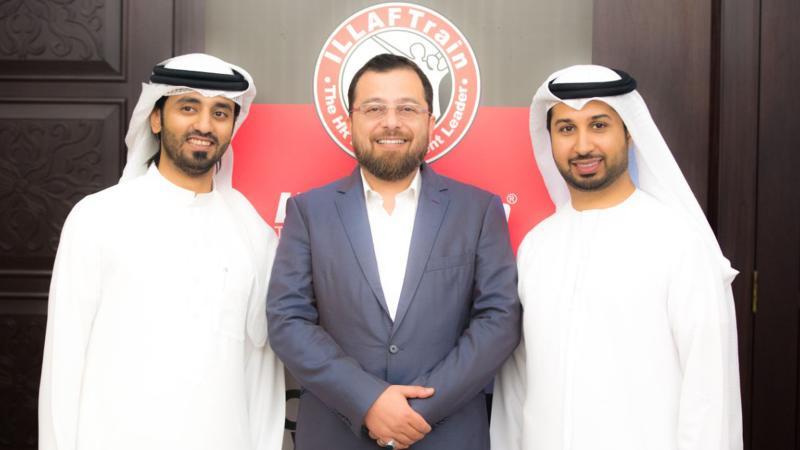 الدكتور محمد والمدرب أول ماجد والمدرب الإعلامي فيصل في صورة تذكارية