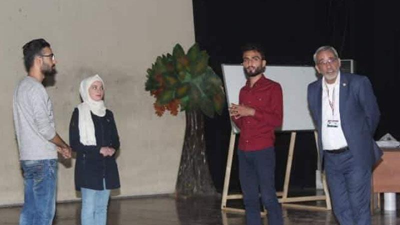 إشراف المدرب محمد عزام على تنفيذ بعض التمرينات