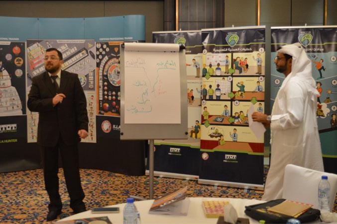 متابعة عروض المتدربين من قبل الدكتور محمد