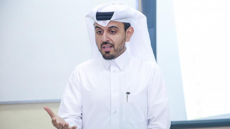 المدرب أحمد اثناء الشرح
