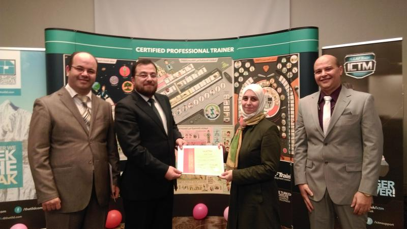 الدكتور محمد وحضور المدرب أول عادل عبادي والمدرب أول أحمد نوري وتوزيع الشهادات