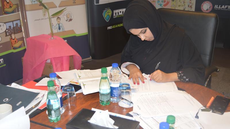 تقسيم المتدربين إلى مجموعات عمل من أجل حل التمرينات والتطبيقات