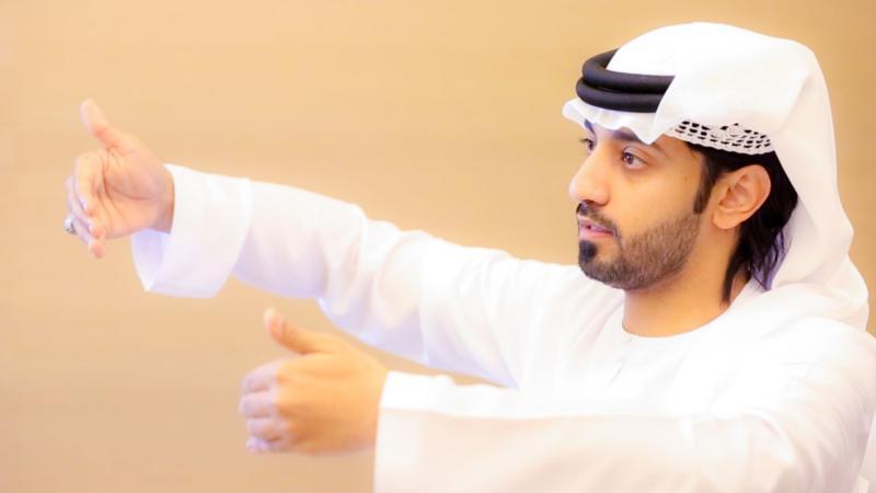المدرب أول ماجد بن عفيف أثناء الشرح والتقديم