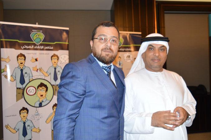 الدكتور محمد مع احد المتدربين