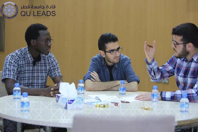 نقاش وحوار بين المتدربين