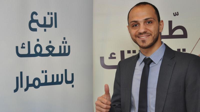 السيد عمرو وابتسامة الرضا