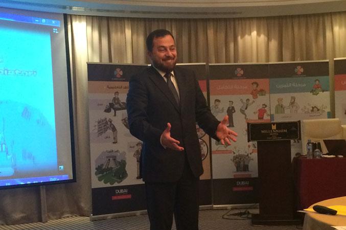 الدكتور محمد بدرة أثناء تقديم الشرح