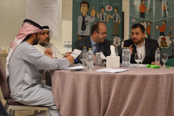 الدكتور محمد والمدرب أول عادل والمدرب أول ماجد خلال عملية تقويم العروض والأداء