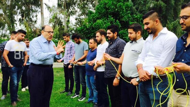 المدرب د. سعيد يشرح قواعد تدريب مهارت الانصات