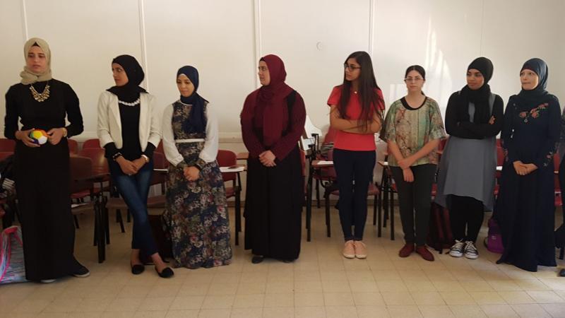 المدربة سهى أبو رومي في كلية بيت بيرل لفائدة طلبة السنة الأولى