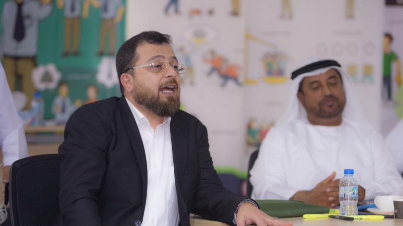 الاستشاري الدكتور محمد بدرة خلال الاشراف على تنفيذ التمرينات وتقديمه أمثلة عن التمرينات المراد تنفيذها