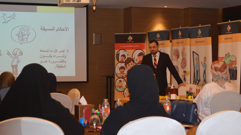 الدكتور محمد اثناء الشرح