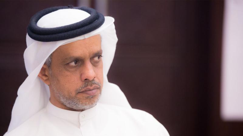 السيد عبد العزيز العلي أثناء الانصات للشروح المقدمة
