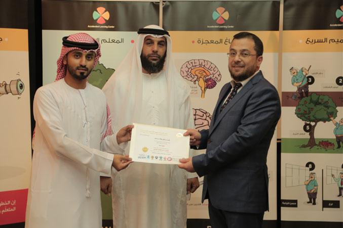 الدكتور محمد والمدرب أول ماجد والمدرب سالم الساعدي في حفل توزيع الشهادات