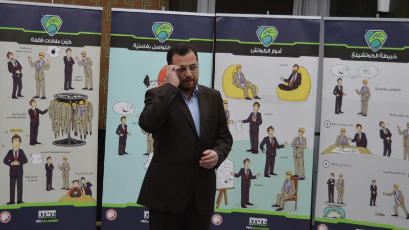 الدكتور محمد أثناء الشرح والتوضيح