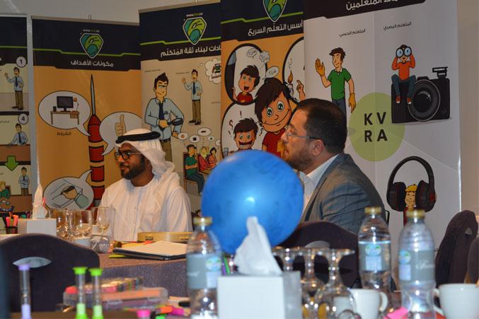 الدكتور محمد بدرة يتابع تقديم المتدربين لعروضهم