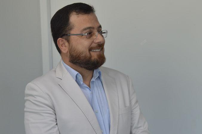 الدكتور محمد بدرة وابتسامة الرضا