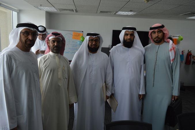 صورة للمتدربين بعد انتهاء حفل توزيع الشهادات