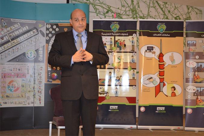 الدكتور أحمد عبد المعطي أثناء مشاركته المميزة