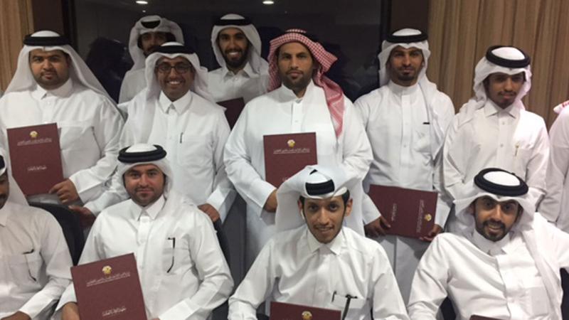صورة جماعية بعد توزيع الشهادات