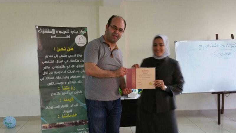 صورة تذكارية مع المدرب عادل