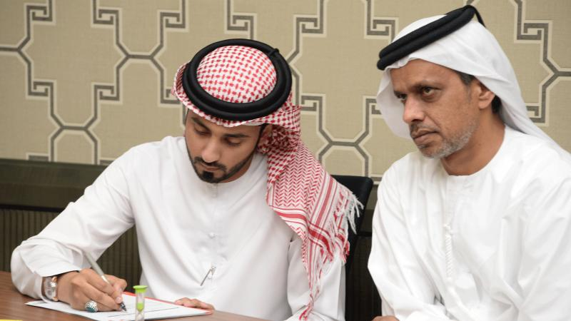 المدرب أول ماجد والمدرب عبد العزيز أثناء تقويم العروض