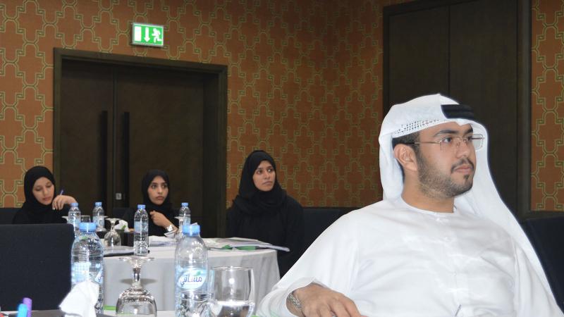 متابعة المتدربين لشرح المدرب أول ماجد بن عفيف