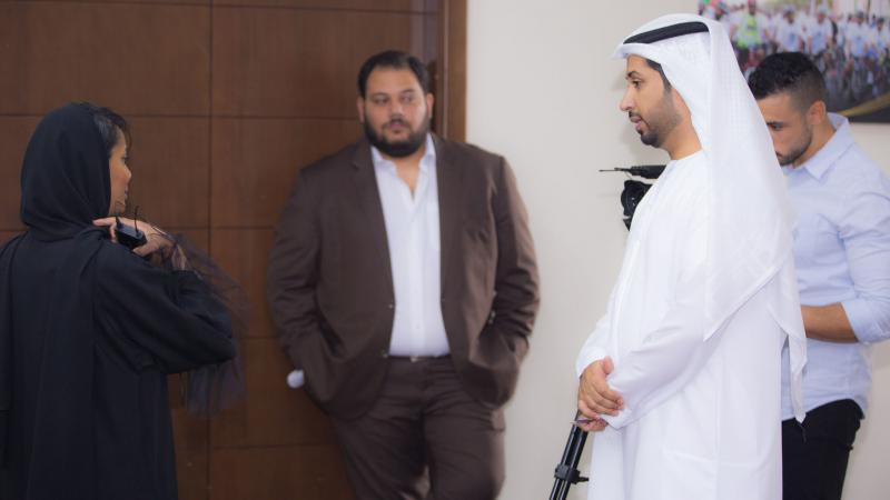 الخبير الإعلامي المدرب فيصل بن حريز أثناء الإشراف على التمرينات