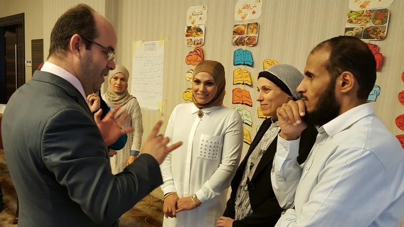 المدرب أول عادل عبادي وتواصله مع المتدربين أثناء الشرح