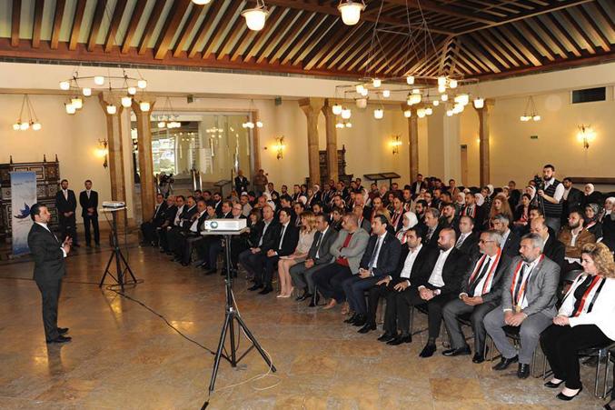 المدرب مصطفى عباسي أثناء إلقاء كلمته