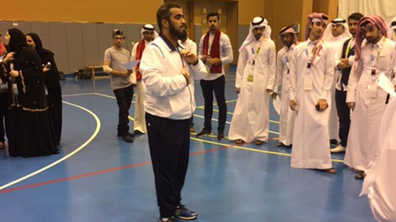 شرح المدرب حسين السيد للمتدربين