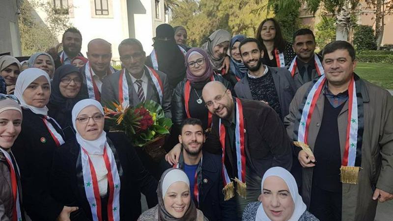 صورة جماعية من حدائق جامعة دمشق